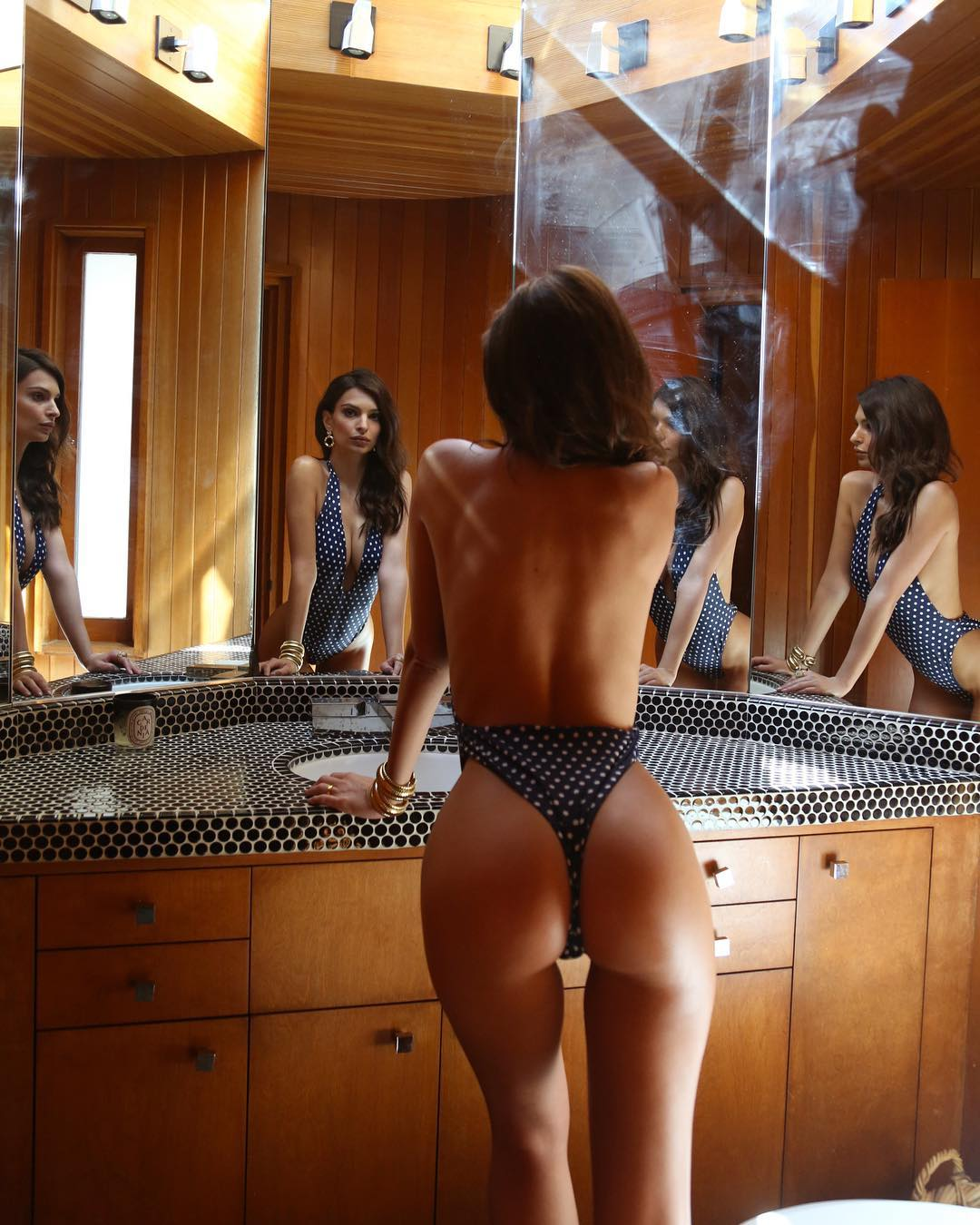 Emily Ratajkowski hot ass gorgeous model (1)