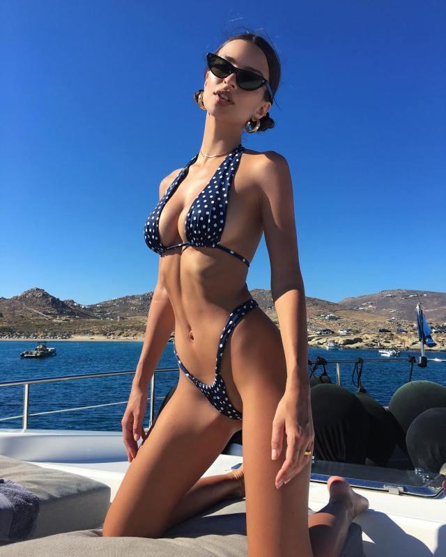 Emily Ratajkowski hot ass gorgeous model (16)