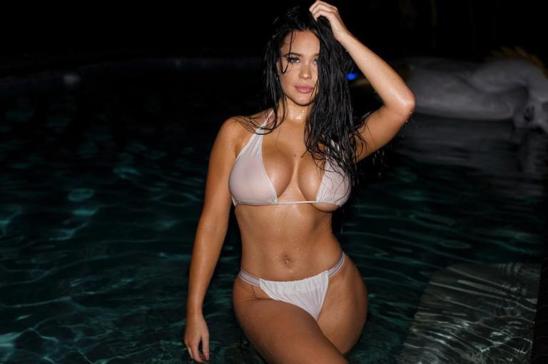 Sarah Macdonald sexy canadian big boobs and butt girl (27)