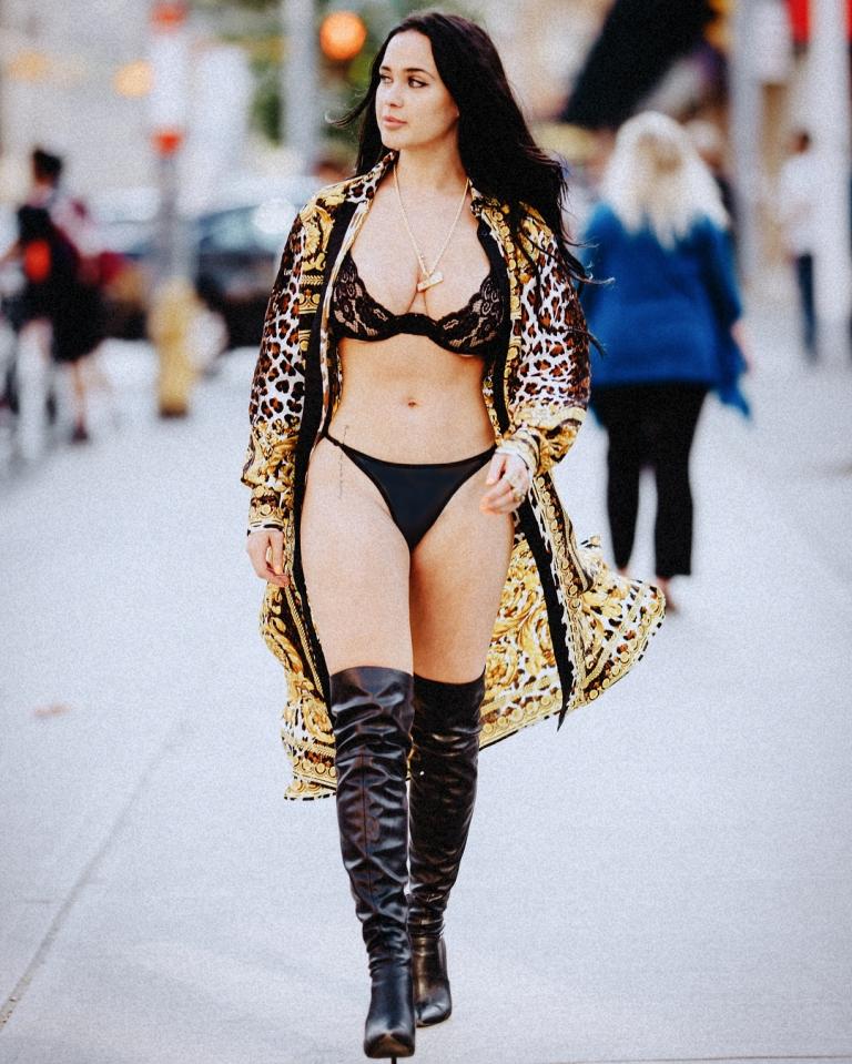 Sarah Macdonald sexy canadian big boobs and butt girl (53)