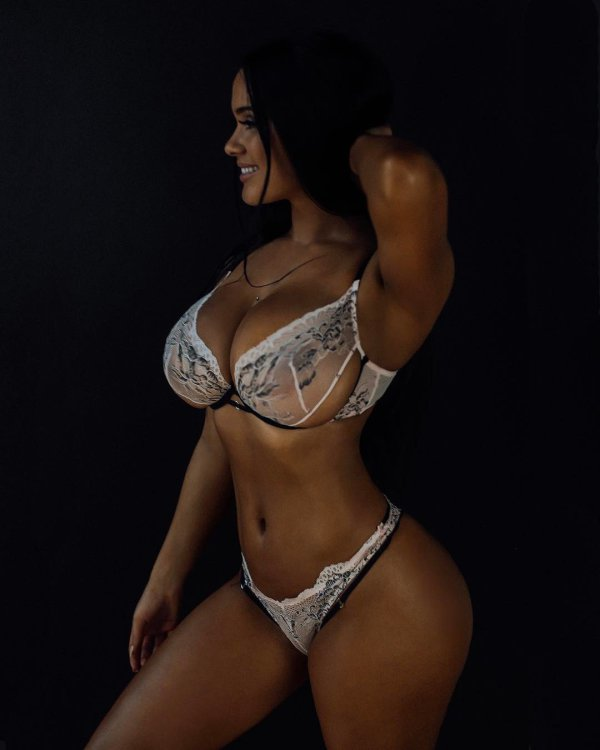 Sarah Macdonald sexy canadian big boobs and butt girl (64)