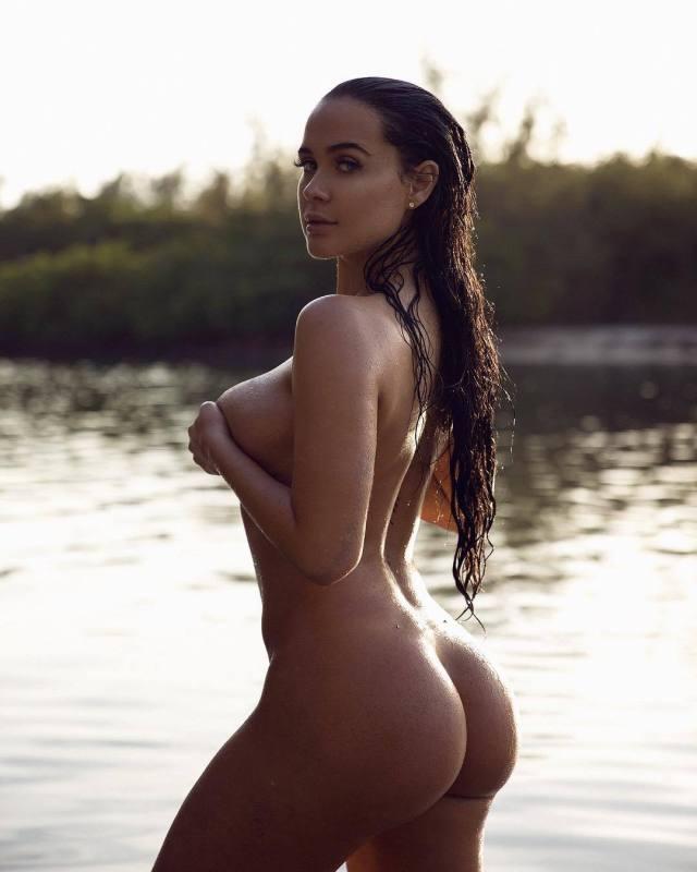 Sarah Macdonald sexy canadian big boobs and butt girl (66)