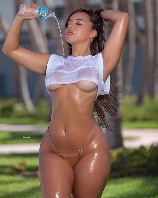 Maria Gjieli hot big roundy ass babe (5)