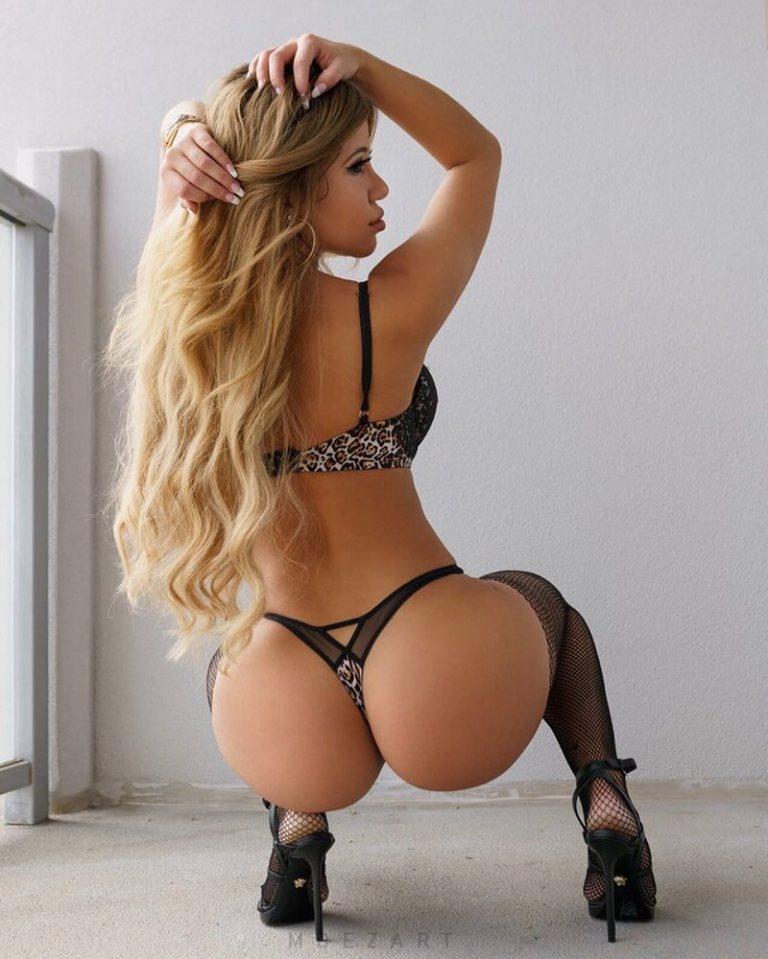Valentina Estrella big butt 5